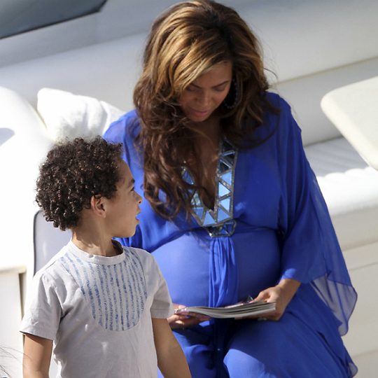 Beyonce_Sexy_Pregnant_Mom_2