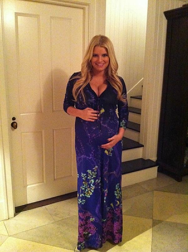 Jessica_Simpson_Pregnancy_Style_on_Roberto_Cavalli_dress