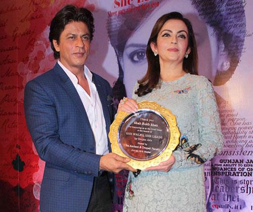 Shah_Rukh_Khan_and_Neeta_Ambani_2016
